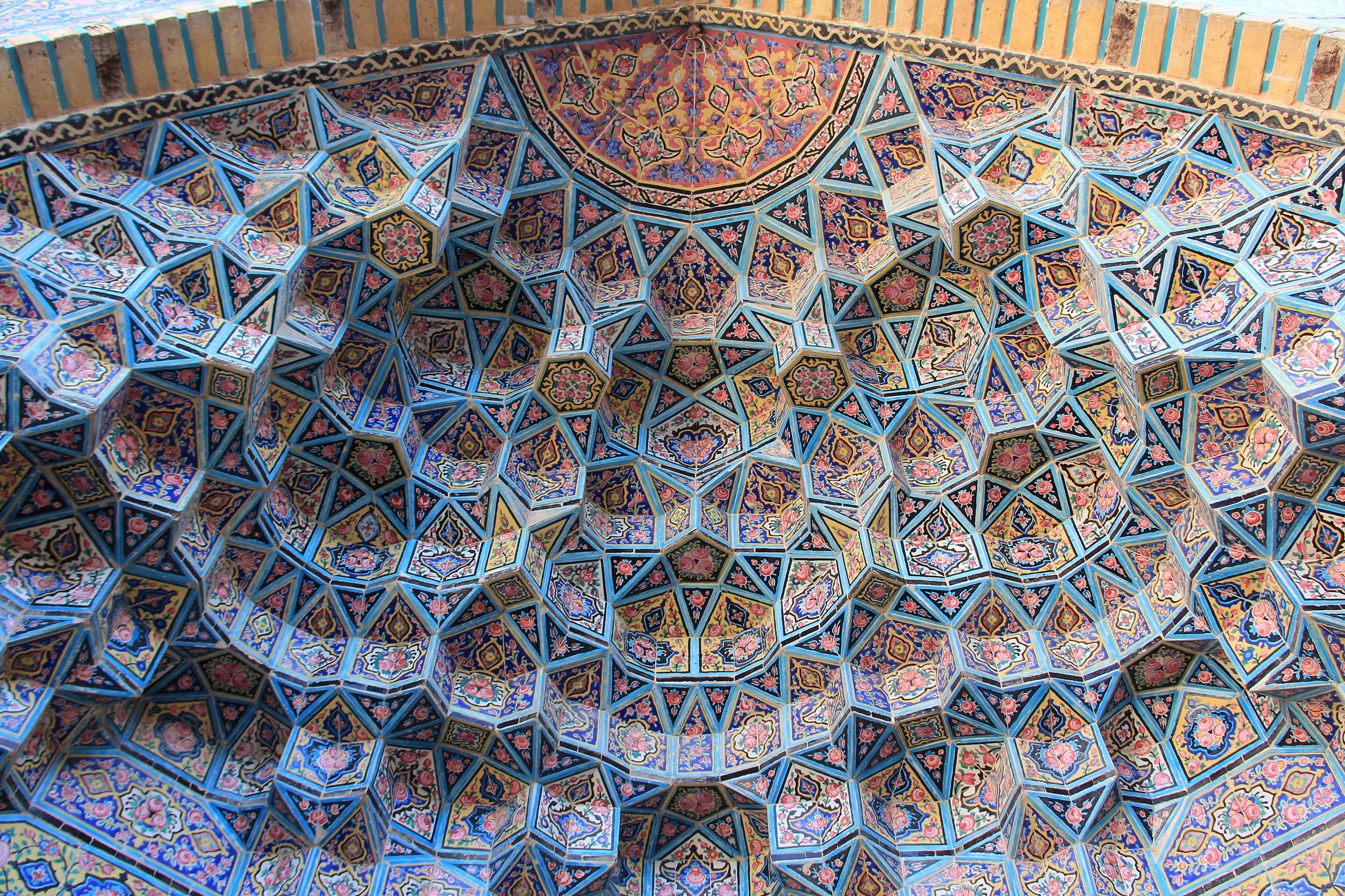 A la Nasir al-Mulk Mosque o Mesquita Rosa